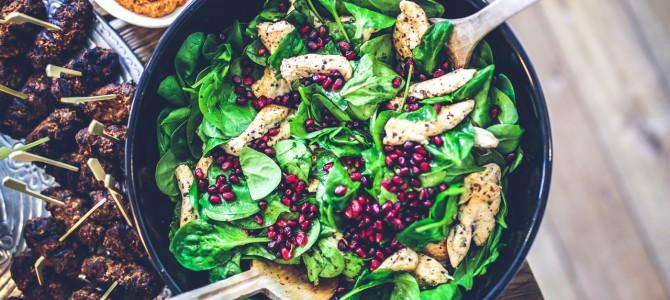 Oszczędzaj na jedzeniu podczas podróży, ale jedz dobrze.